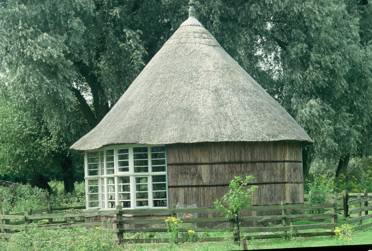 3 OBS HUT RETHATCHED 1991