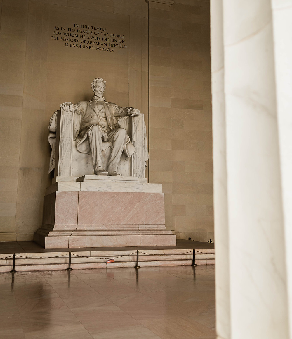 color photo of the Lincoln memorial in Washington, dc