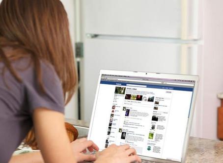 Spesa durante il lavoro: Facebook non perdona