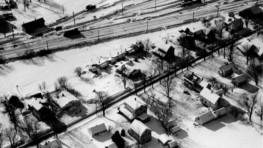 Village Area  -  Garlands Restaurant and Cabins at Center - Chippanock Inn at lower center - Gulf gas station lower left