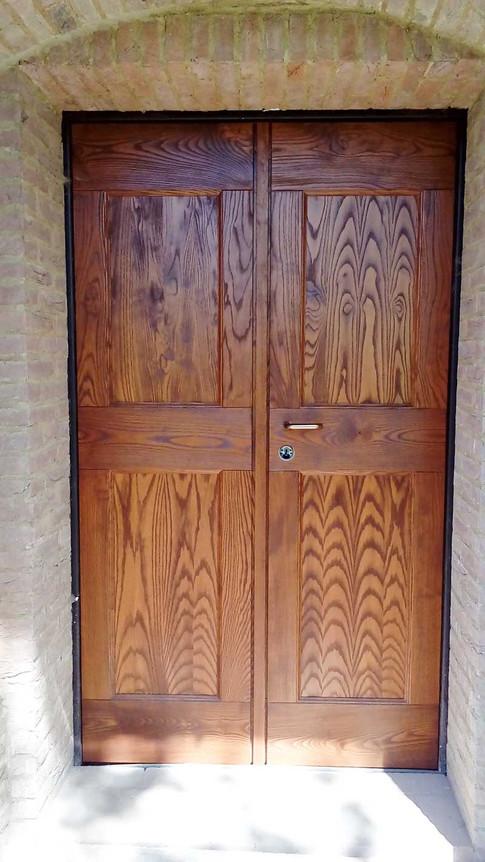 portoncino in legno massello a 2 ante con traversi