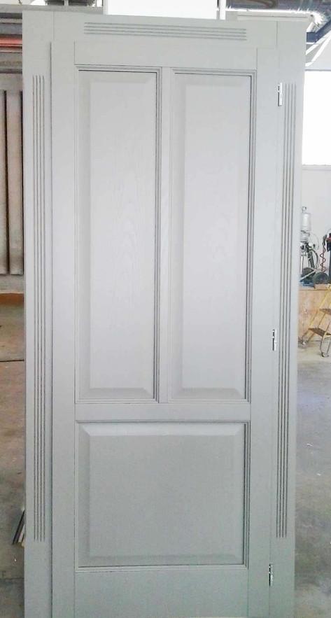 porta legno massello laccata con bugne