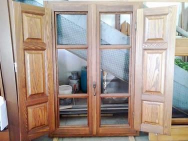finestra frassino rustico massello con scuri