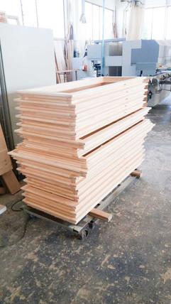 fineportafinestre legno assemblate impilate