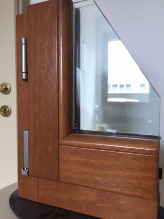 sezione finestra legno noce