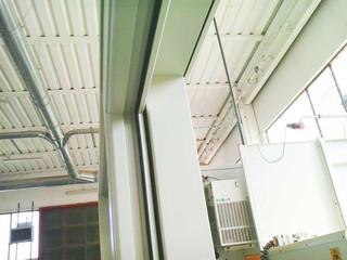 dettaglio finestra scorrevole legno laccata