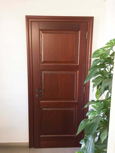 porta legno massello mogano con tre bugne