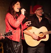 NANÉE in Konzert - Zweistimmig mit Bassist Stefan Bornhöft