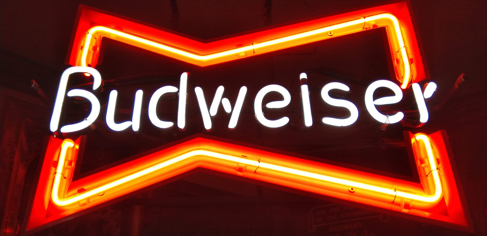Budweiser Neon (Small)_edited.jpg