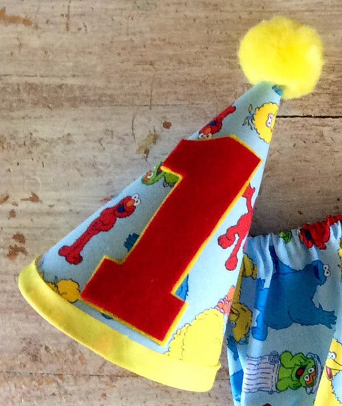This New Sesame Street Set Is Perfect For Your Babys Birthday Party Photo Shoot Or Cake Smashing Includes A Diaper Cover Tie