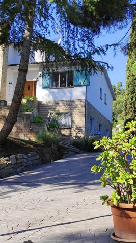 Frente / estacionamiento Villa Naranja