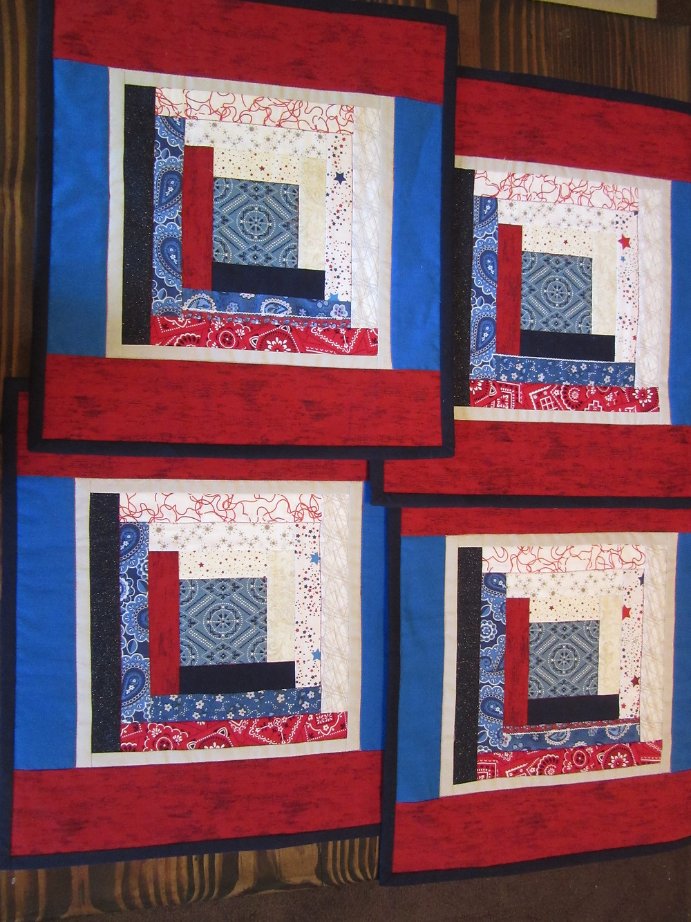 Set of 4 Reversible Placemats and Vase Mat