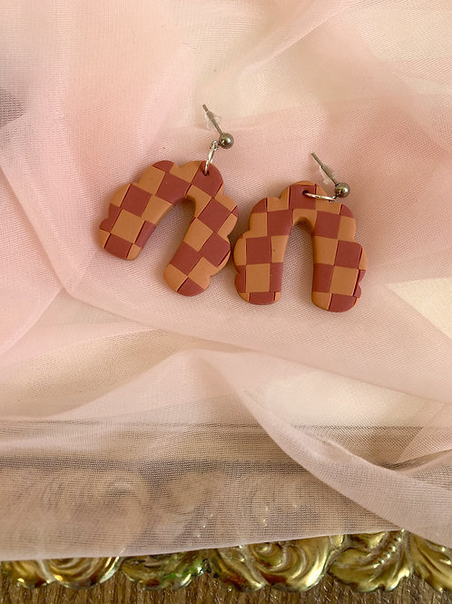 red and orange checkered scalloped arches