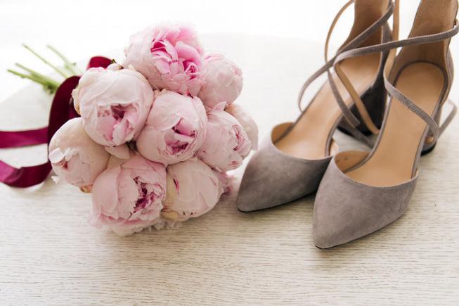 beau-bouquet-mariee-pivoines-roses-cote-