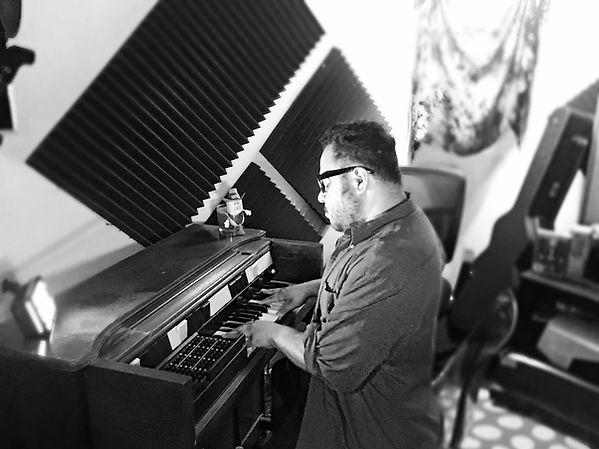 studio organ .jpg