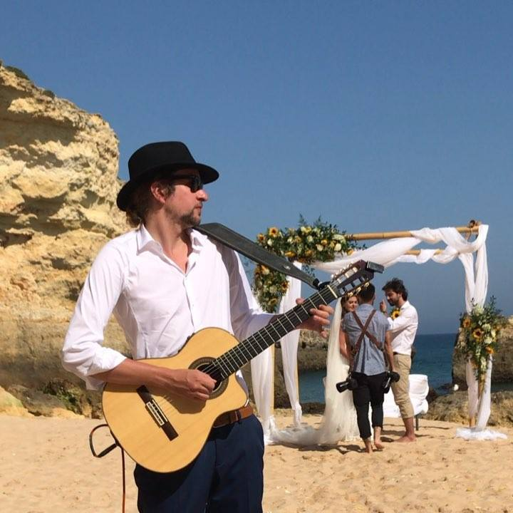 Here's a little bit of a beach wedding cocktail reception I performed at this past season.See if you can spot the bride and groom having their wedding photo shoot in the background! Many thanks to Alina at Dream Day Weddings for organising everything