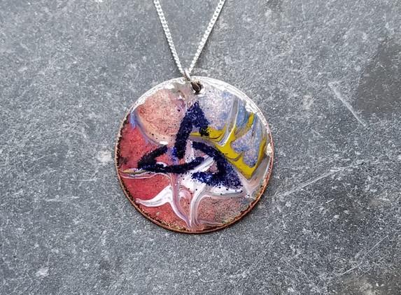 enamel-pendant-celtic-knot