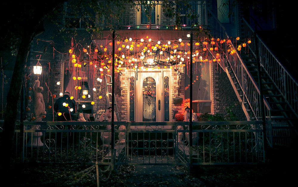 a picture of a house decorated during halloween