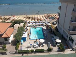 piscina e spiaggia privata