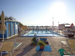 piscina fronte mare