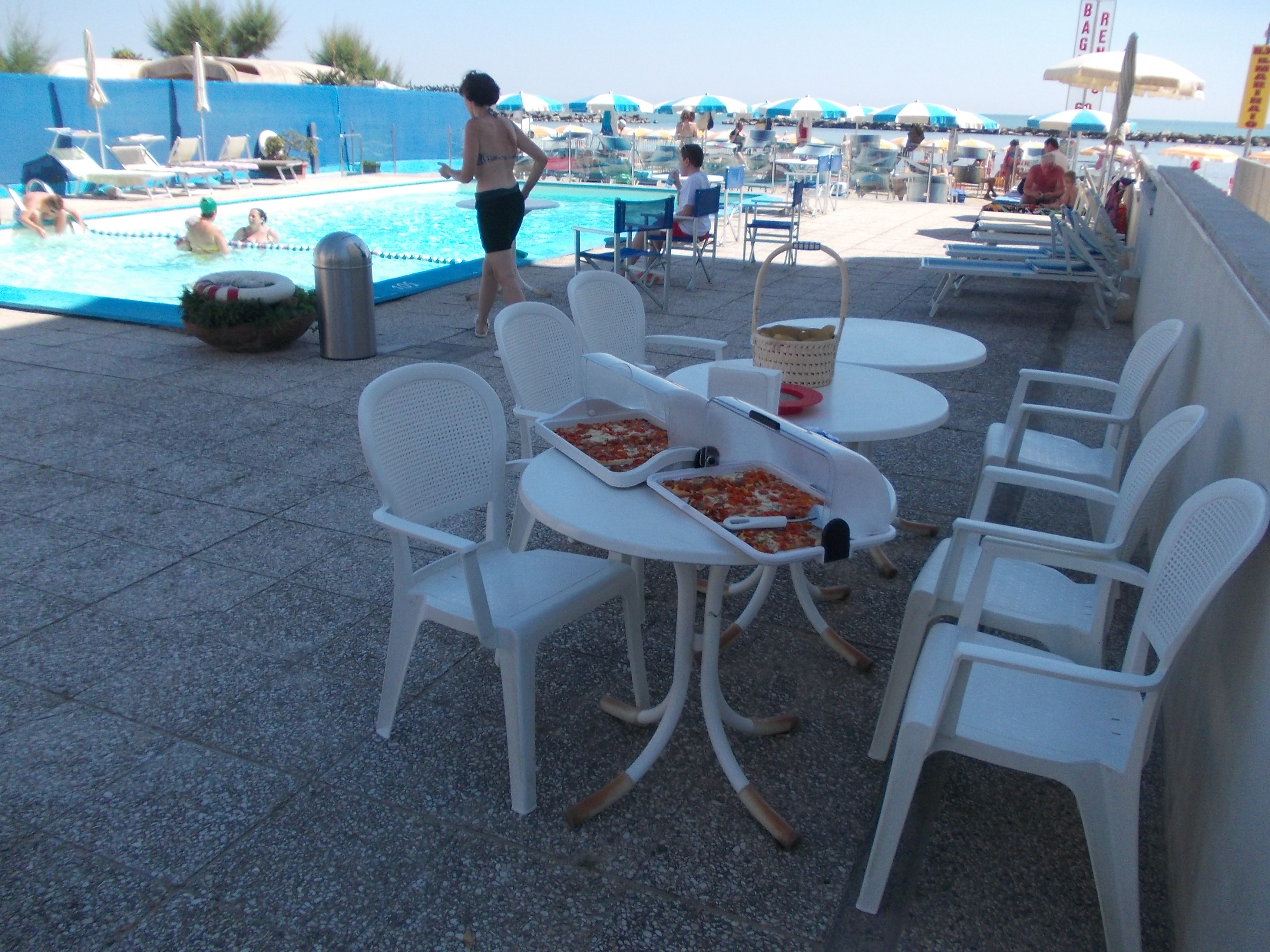 pizzette calde in piscina