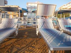 spiaggia privata rialzata