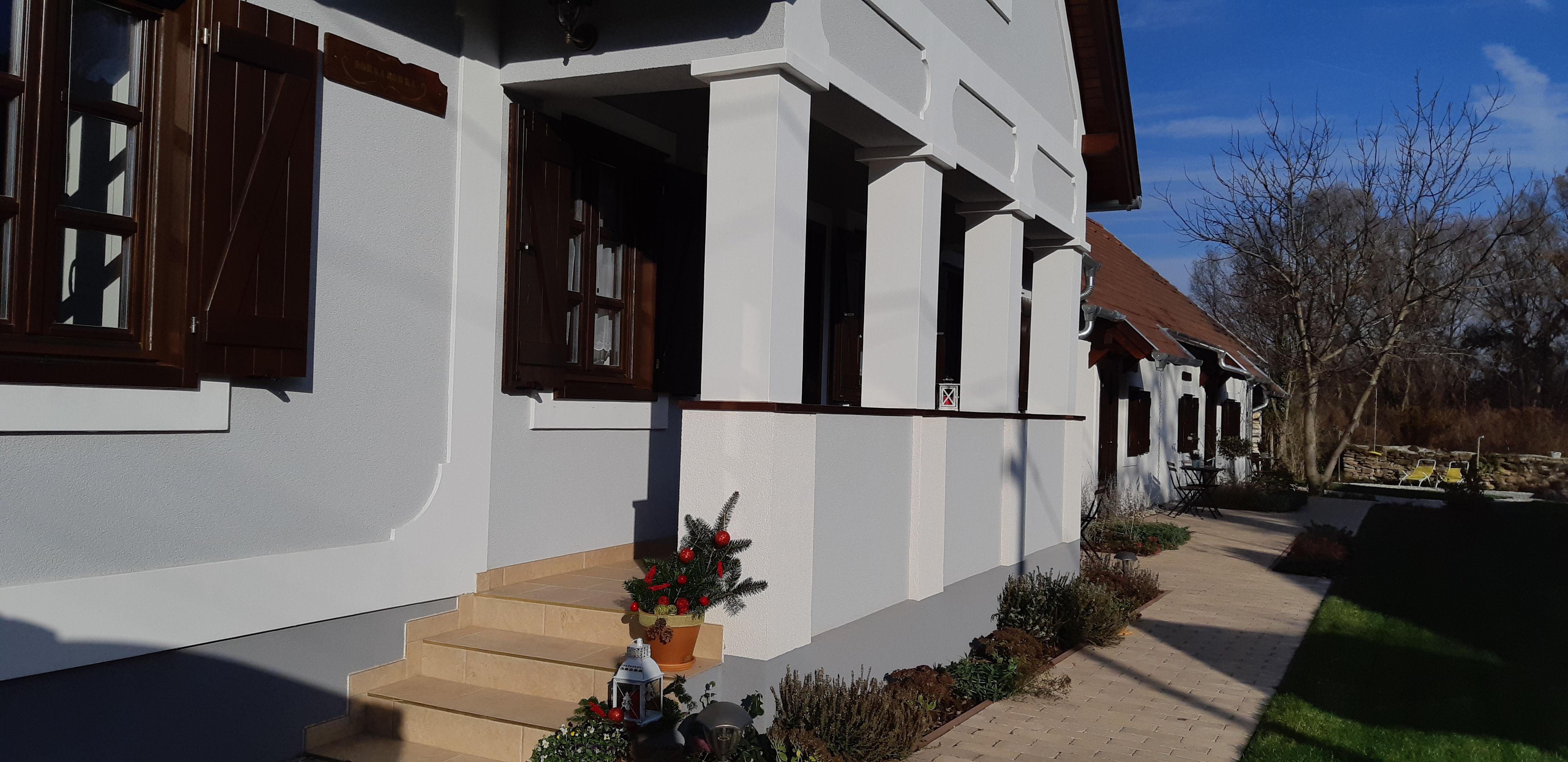 A vendégház tornáca