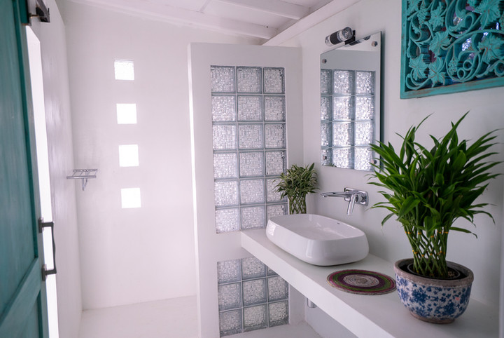 Your Dream Bungalow - Walk In Shower.