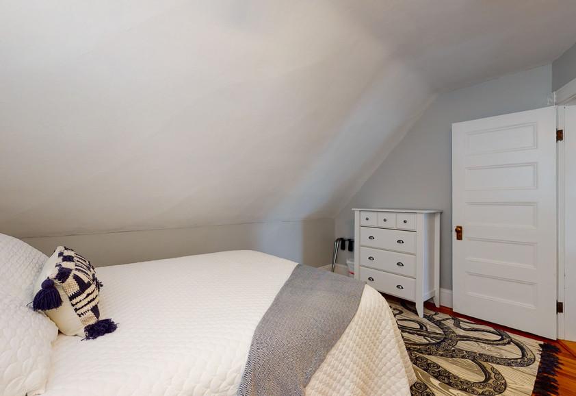 3RD FLOOR QUEEN BEDROOM #2_2