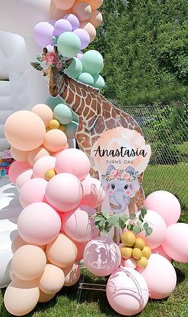 montreal balloon, first birthday welcome sign, giraffe, jungle party, balloons, ballöom