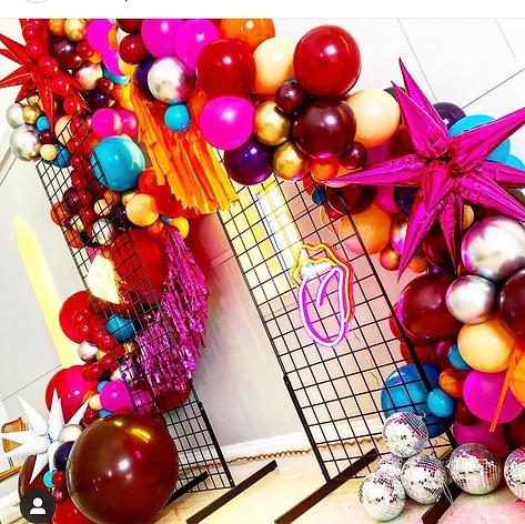 GRID BACKDROP photo: @bangin.balloons