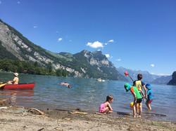 Badem im See mit Blick auf Amden