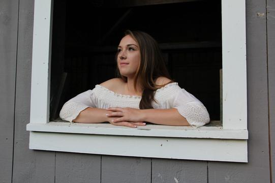 Amanda.Windowsill.White
