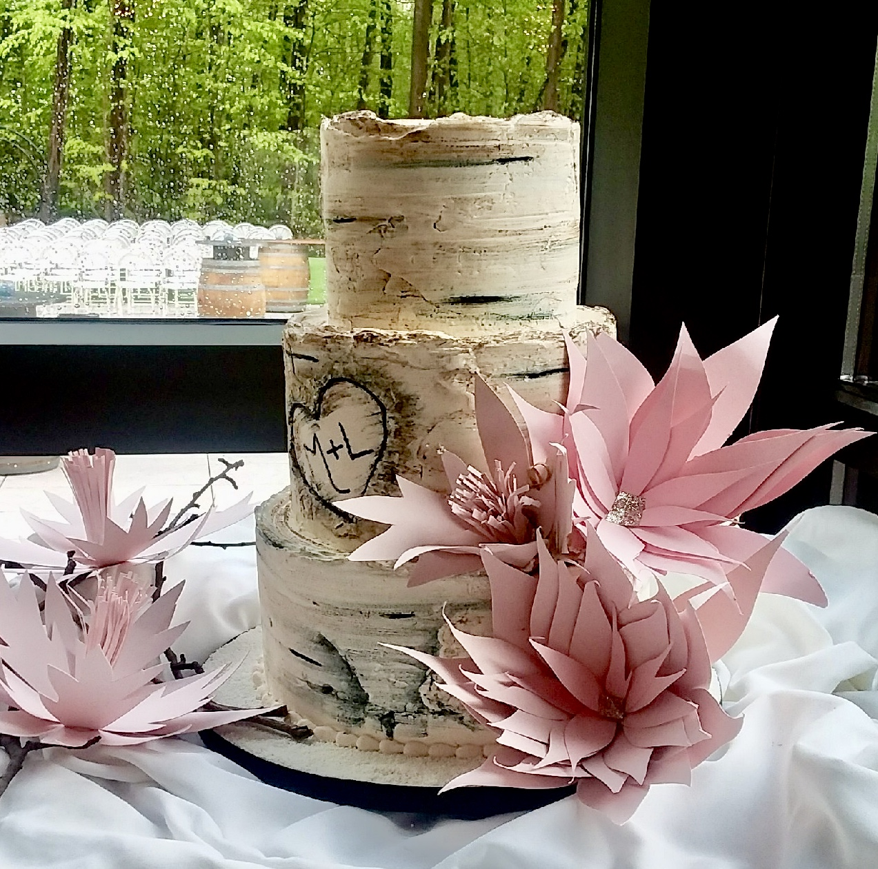 Flowers by GiGi, Cake by Hungry Bee Caterers, Venue Sapphire Creek Winery