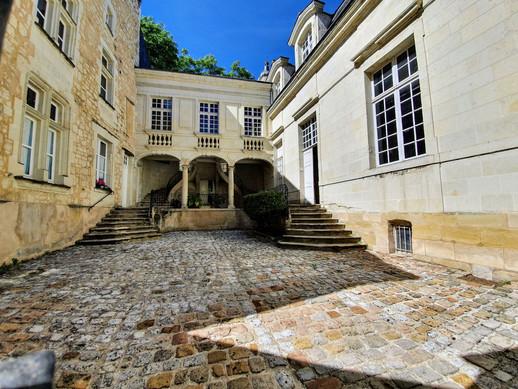 Explorez la rue Voltaire