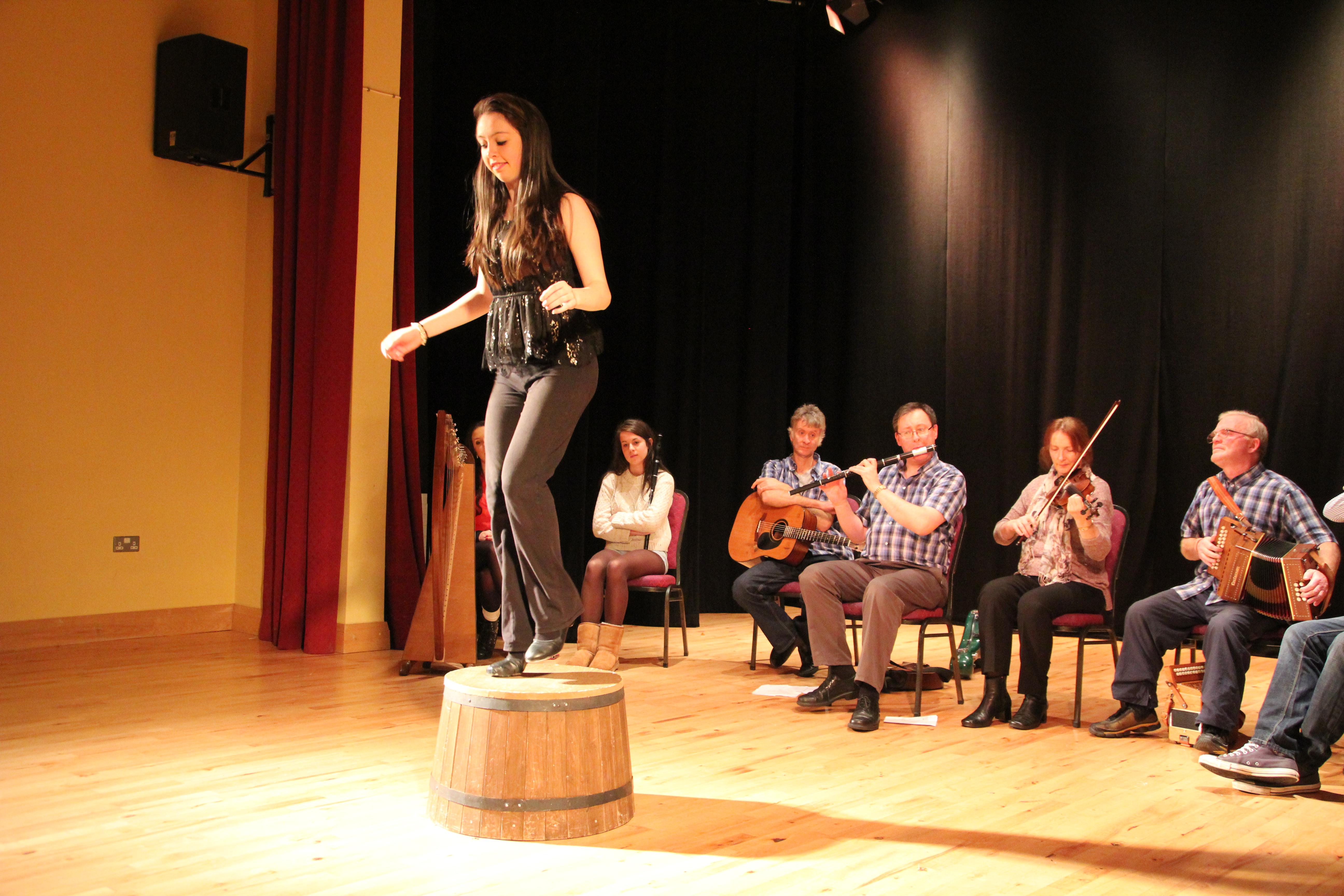 Barrel-Dance (Faß-Tanz) im Seanois-Stil.