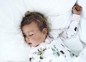 Las siestas cortas, están relacionadas con los frecuentes despertares nocturnos