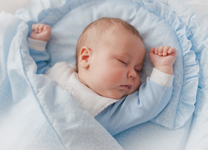¿Tu hijo usa cobija para dormir? Probablemente eso sea lo que lo este despertando.