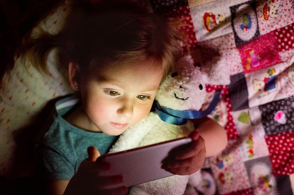 La luz de las pantallas les quita el sueño