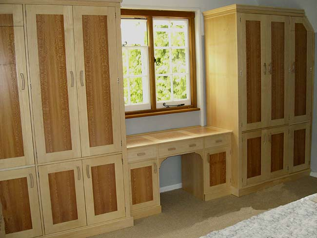Bedroom furniture in maple and lace