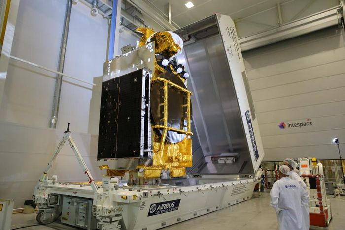 ARABSAT 6B (BADR-7) satellite before shipping at Airbus Toulouse -  © Airbus 23 August 2017