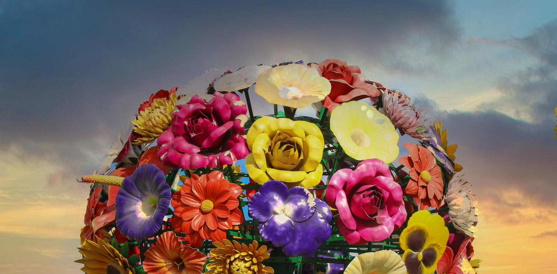 La sculpture de bouquet de fleurs de Jeong-Hwa Choi
