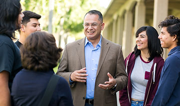 Manny with College of the Desert students