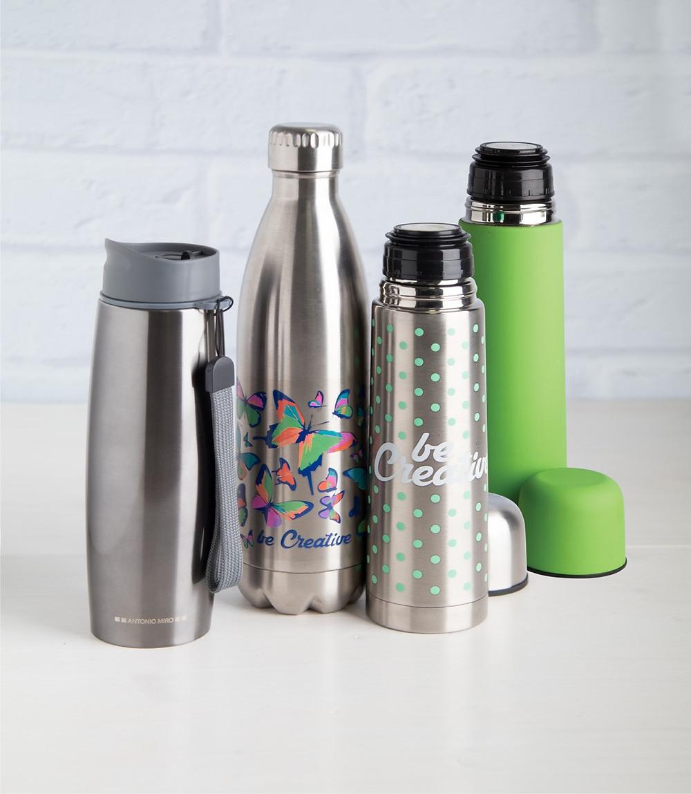 Un material personalizat cu o functie utila. Sticla termo personalizata o poti alege in functie de buget: platic ori metal.