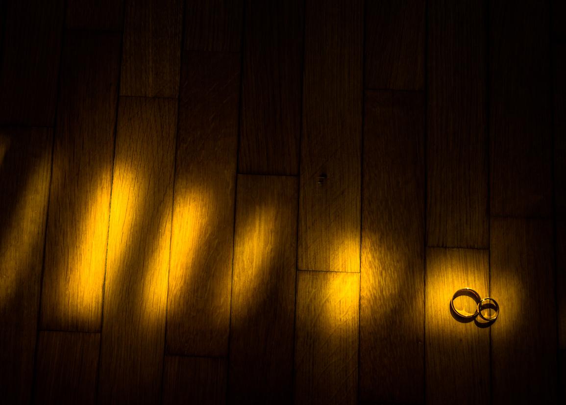 fotografo matrimoni varese-le fedi dettagli di luce