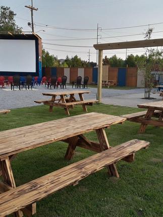Ouverture d'un cinéma en plein air à Mid-City