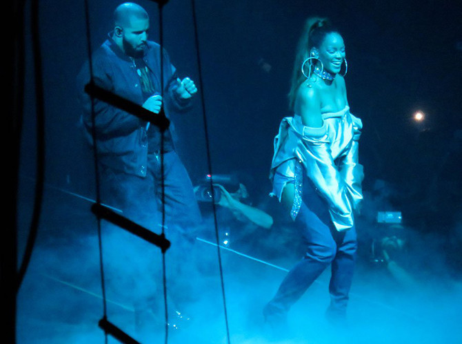 LIFE AND STYLE MAG Claims . . . That Drake And Rihanna Are Getting Married In BARBADOS . . . They Go
