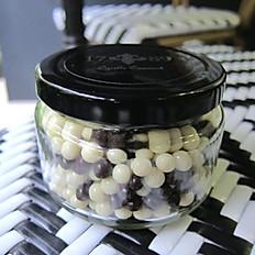 黑白巧克力珍珠脆果 Dark & White Chocolate Crunchy Pearls
