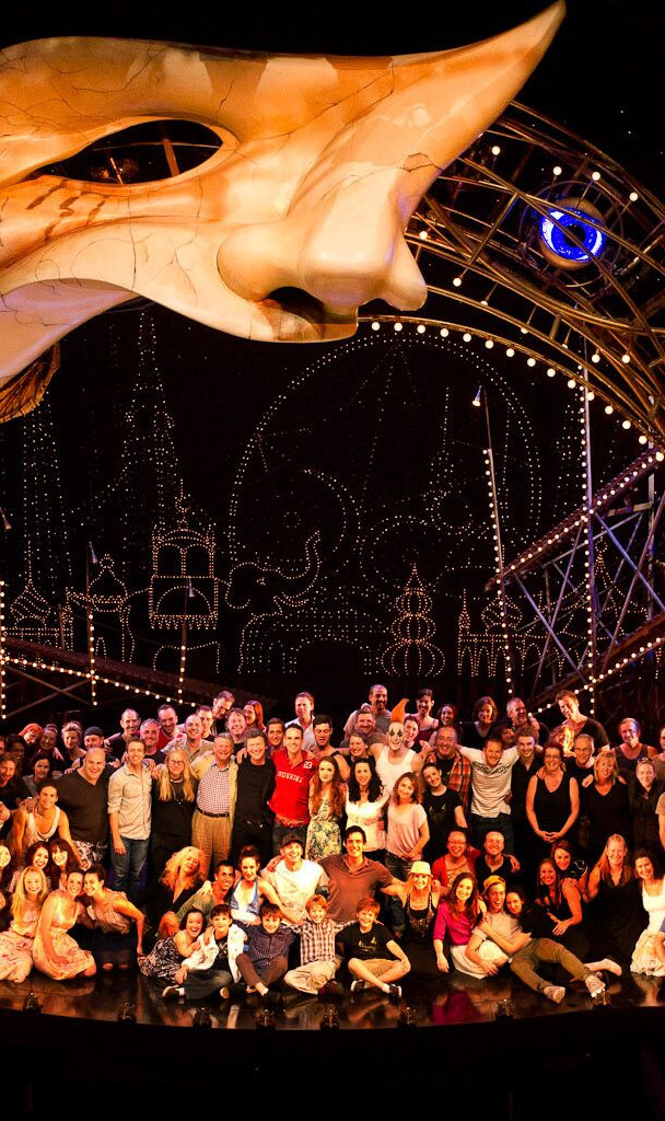 Official Cast and Crew Photo for the Sydney Season - look at that set!!!
