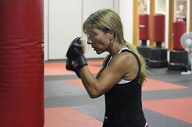 kickboxing-fitness-classes-boxing-guard.